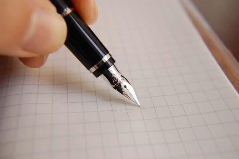 Jak napisać pozew do sądu pracy? Co zawiera? Wzór pozwu