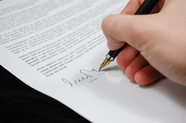 Wypowiedzenie umowy o pracę - wzór, pozew, odwołanie, roszczenia